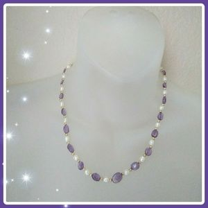 Jewelry - Stunning purple and white beaded necklace